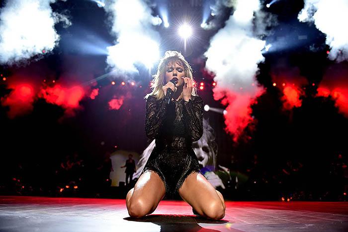Тейлор Свифт на своем концерте в январе 2017